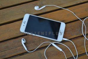 Cụm điều khiển đa năng trên tai Earpods hơn hẳn tai nghe iPhone bluetooth